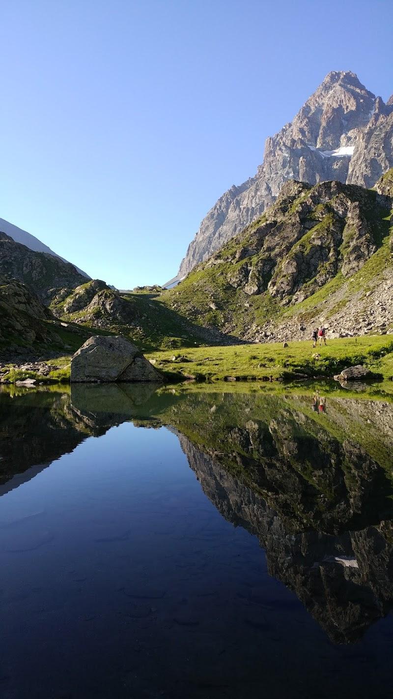 Il Monviso si specchia in un laghetto di Alcman128