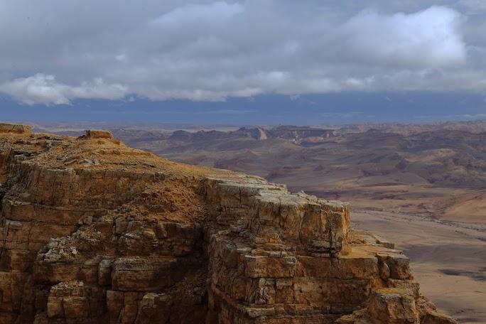 Vedere de la marginea estică a craterului Ramon