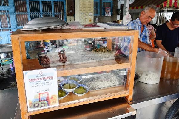 六甲 媽祖廟剉冰 官方認證的105年老冰店!十幾種料隨你加~ 最後灑上古早味麵茶粉!