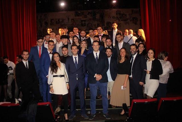 Emilio Suárez, director; Mª Anelo, Antonio Pérez, Patricia Hervás y Federico Hervás, director Territorial, con los graduados de TECO en Almería.