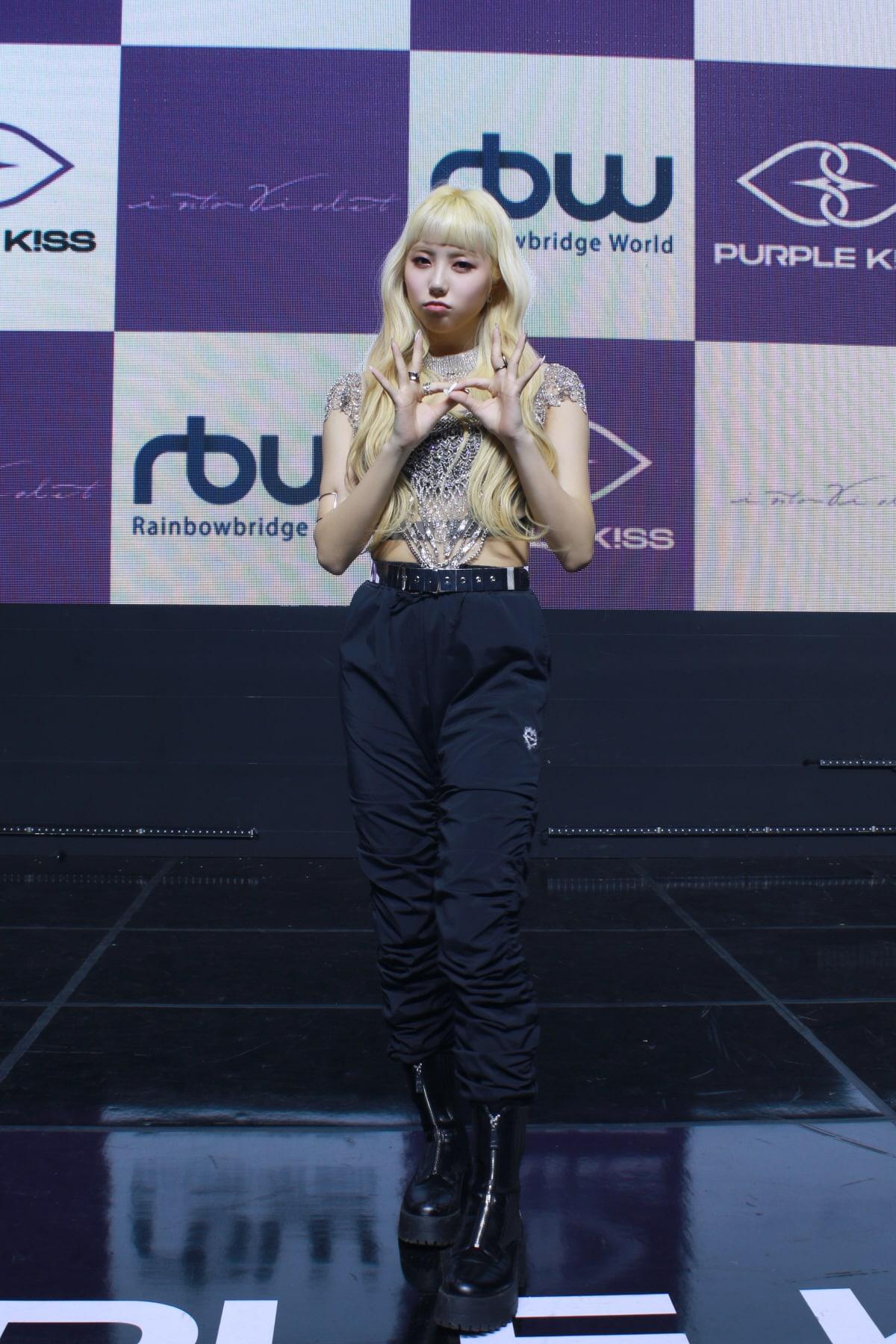 purple-kiss-7