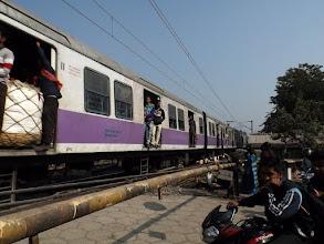 Photo: So stelle ich mir die Züge in Indien vor: gut gefüllt. Nur die Menschen auf dem Dach sitzend fehlen.
