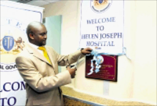 BETTER SERVICE: Gauteng MEC for health Brain Hlongwa opens the revamped pharmacy at Helen Joseph Hospital. Pic. Vathiswa Ruselo. 25/09/2008. © Sowetan.