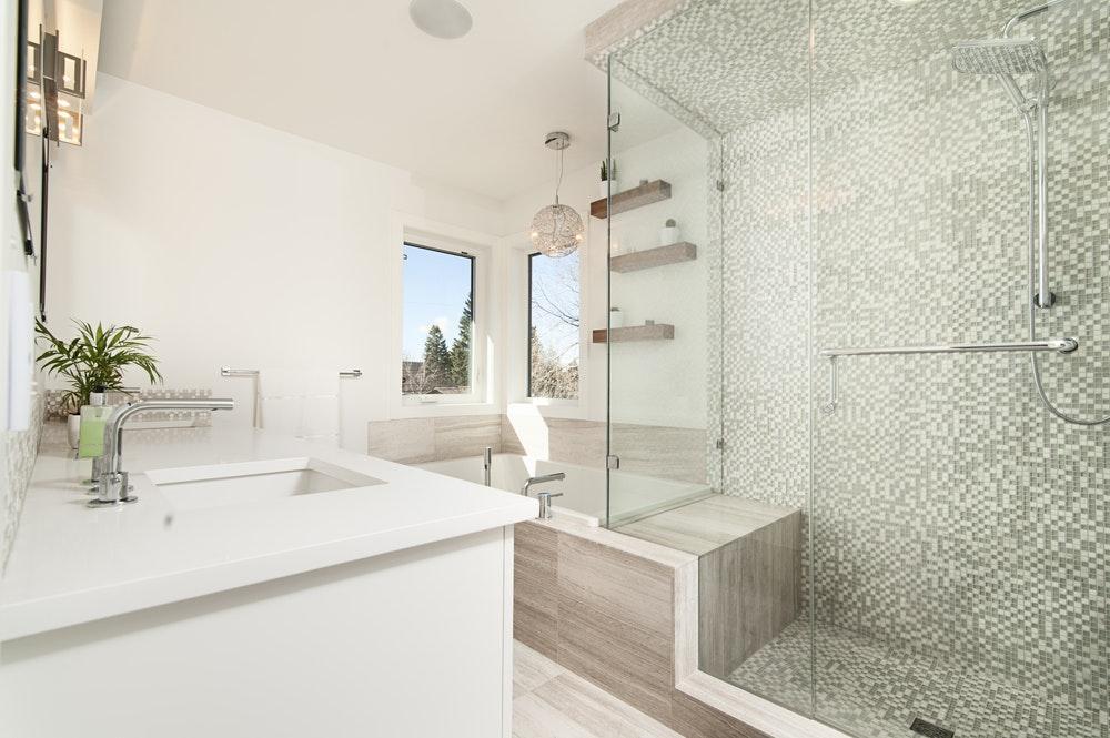 Description: clear glass shower cubicle cover