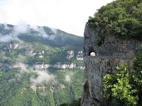 Photo: Route qui longe la Combe Laval vers le col de la Machine