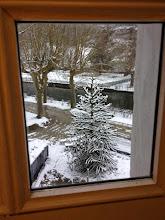 Photo: Dehors, la neige pour témoin …