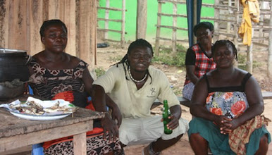 Photo: Au village avec Kuma, sa maman et les tanties, westcoast, Ghana
