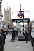 Photo: Estação de mêtro - Westminster. MIND THE GAP!
