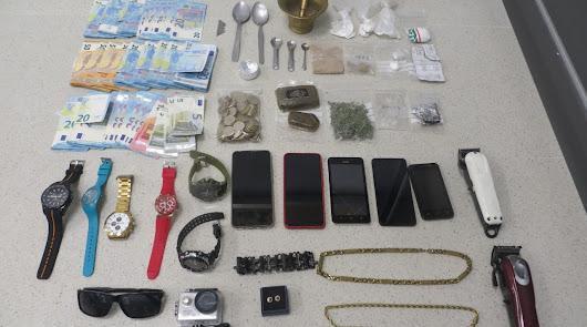 Con bolsas y cajas de televisiones: detenidos cuando desalojan un punto de droga
