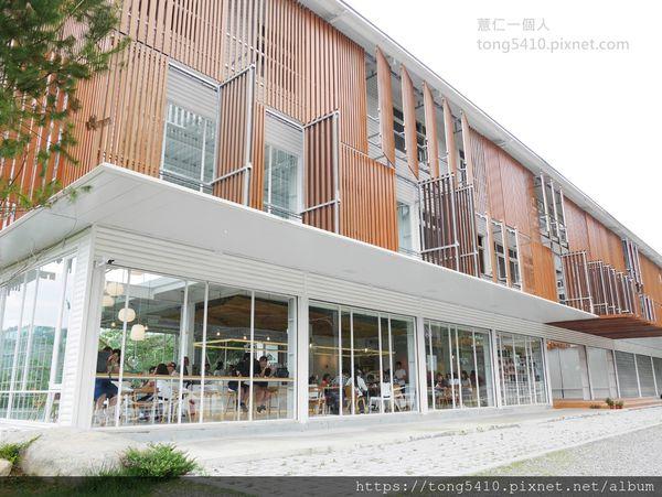 蠻荒咖啡。日月潭附近的地標性咖啡廳,四面落地窗採光滿分,餐點以輕食為主,飲品以咖啡為傲。店員親切加分
