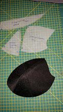 Photo: Basis voor de push-up bh is padding, hier zie je de patroondelen en de uiteindelijke cup Basic for the push-up bra, padding.