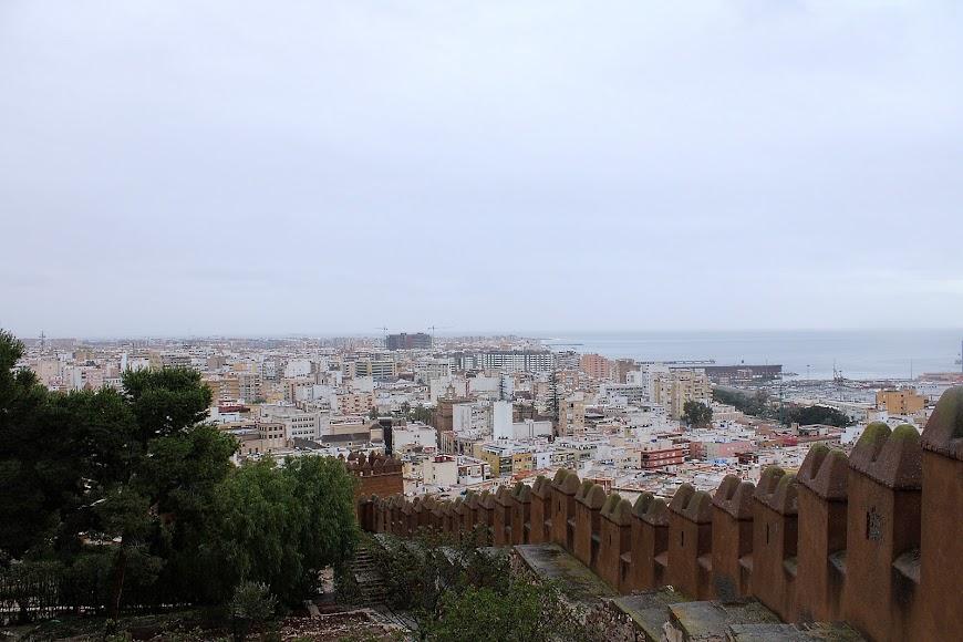 Lluvia persistente en Almería en la mañana del viernes. Foto JA Barrios