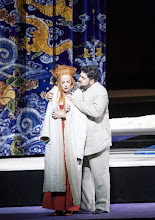 Photo: Wiener Staatsoper: TURANDOT. Inszenierung: Marco Arturo Marelli. Premiere 28.4.2016. Yussef Eyvazov; Lise Lindström. Copyright: Wiener Staatsoper/ Michael Pöhn