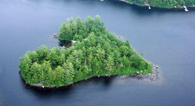 percutian pulau berbentuk hati