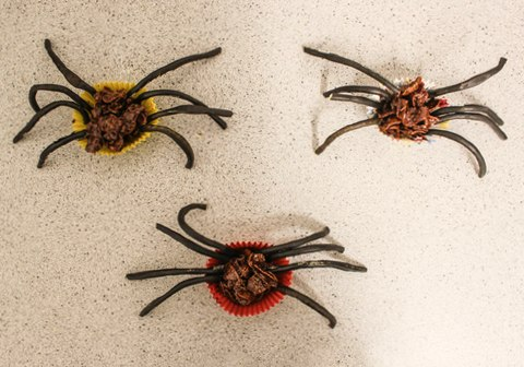 Gluten free Halloween cornflake spider treats