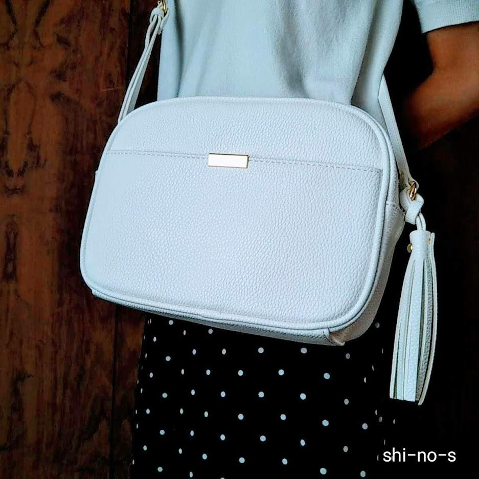 ピュアホワイトのバッグ