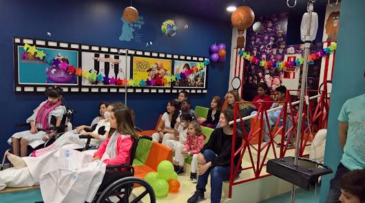 Un cine en el Materno gracias al 'Baby Pelón'