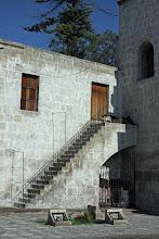 Photo: Escalera lateral de la iglesia de San Agustin