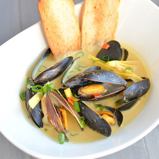 Spicy Coconut Curry Mussels