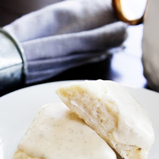 Petite Vanilla Bean Scones | Starbucks Inspired {Copycat Recipe}.