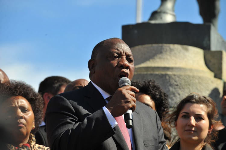 Betogers boo Ramaphosa en weier om volkslied te sing - HeraldLIVE
