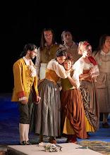 Photo: LE NOZZE DI FIGARO/ Wiener Staatsoper am 27.11.2015. Alessio Arduini, Aida Garifullina, Maria Nazarova. Foto: Wiener Staatsoper/ Michael Pöhn