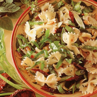 Farfalle Salad with Sun-Dried Tomatoes and Spinach Recipe