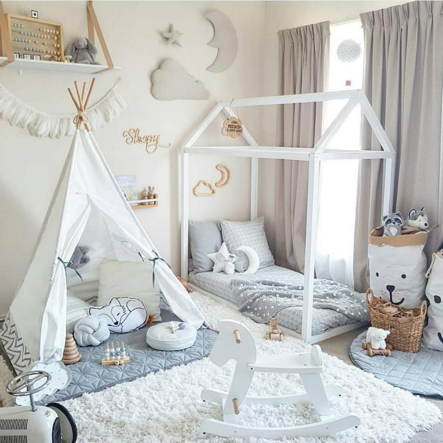 Teepee tent sebagai dekorasi kamar tidur anak - source: pinterest.com