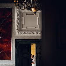 Wedding photographer Vitaliy Nalizhitiy (Rococo). Photo of 02.12.2017