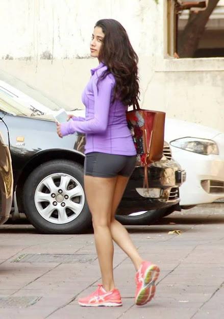 Janhvi Kapoor in shorts, Janhvi Kapoor gym photos, Janhvi Kapoor back, Janhvi Kapoor sexy, Janhvi Kapoor hot