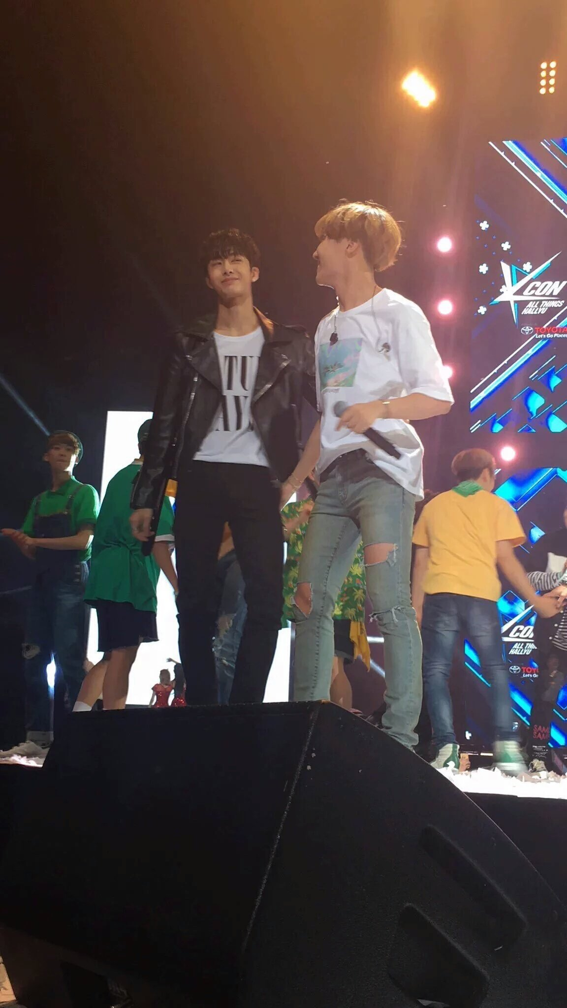 2 bts jhope hoseok monsta x hyungwon @Maylily_BTS