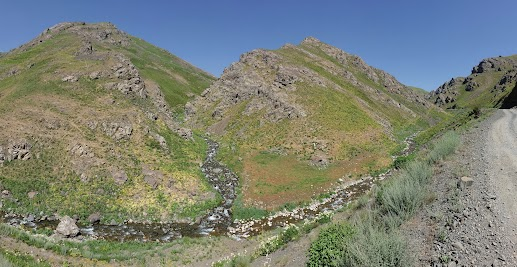 Beautiful northern descent of the Saghirdasht pass.