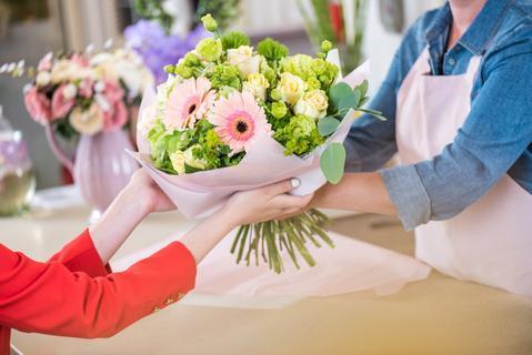 Nhận, giao hoa đúng thời gian