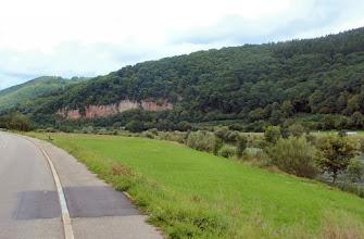 Photo: der rote Kalksandstein zeugt von Ausläufern des Odenwalds