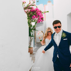 Wedding photographer Kostas Oroumpozanis (fairytaleweddin). Photo of 14.09.2017