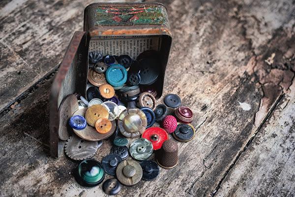 La scatola dei vecchi bottoni di Barbara Surimi
