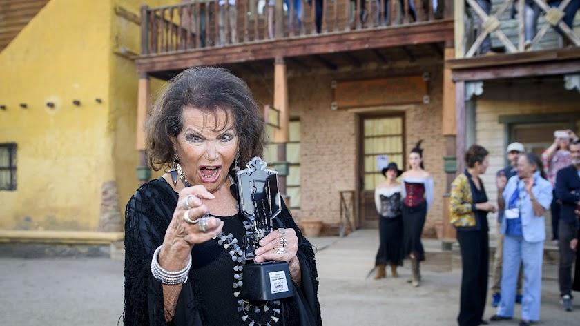 Claudia Cardinale, con el premio \'Tabernas de Cine\'