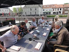 Photo: Aan tafel