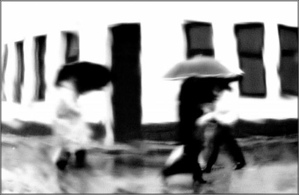 Ombre nella pioggia. . . di Hanami