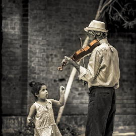 Fiddler and girl by Morten Golimo - People Street & Candids ( venezia, girl, venice, street scene, italy, fiddle, street photography )