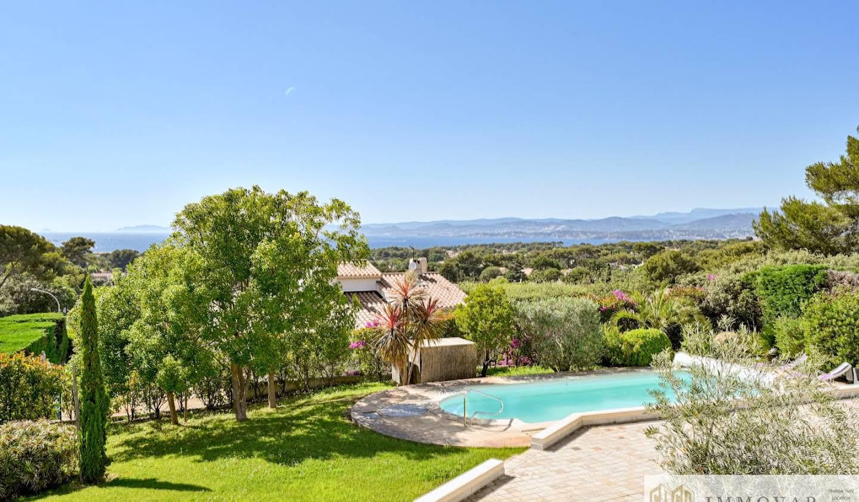Villa avec piscine et terrasse Le brusc