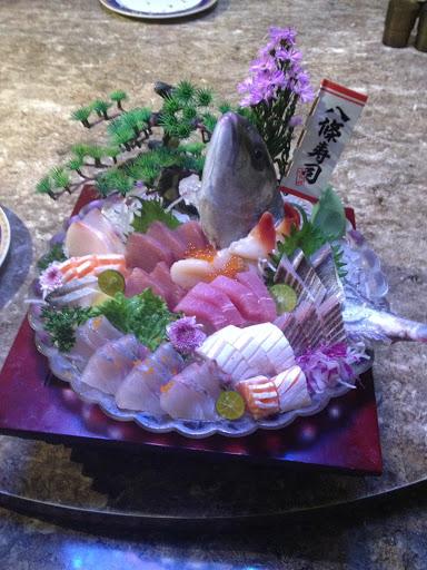 好好吃喔⋯⋯,真的份量很夠!紅魽還現殺的,在吃生魚片時,牠尾巴還會動,握壽司也超新鮮的!
