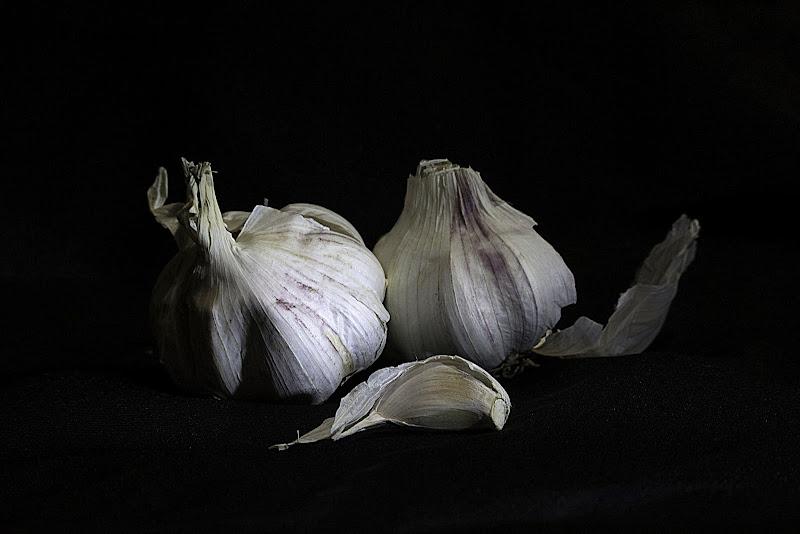 Uno spicchio d'aglio. di Naldina Fornasari