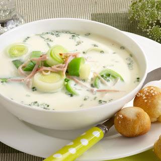 Spargel-Lauch-Suppe mit Schinken