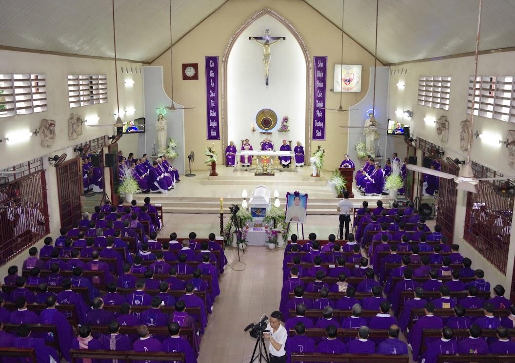 Thánh lễ an táng Cha Giuse Trần Ngọc Tâm - Chánh xứ Xuân Đức - Ảnh minh hoạ 20
