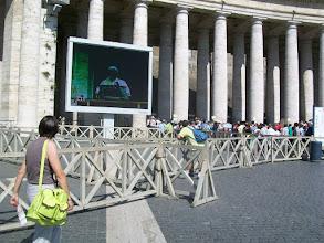 Photo: 35e dag, woensdag 19 augustus 2009 Prima Porta Rome Temp. max.: 38 graden, Wind: - Bft. Windrichting: -. Weerbeeld: zon, warm. Dagafstand 45 Totaal gereden 2293 km . Weer het St. Pietersplein wat elke dag blijft trekken.