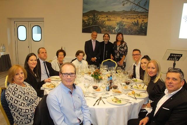Vecinos de Vera asistieron a la cena benéfica de Artcupa.