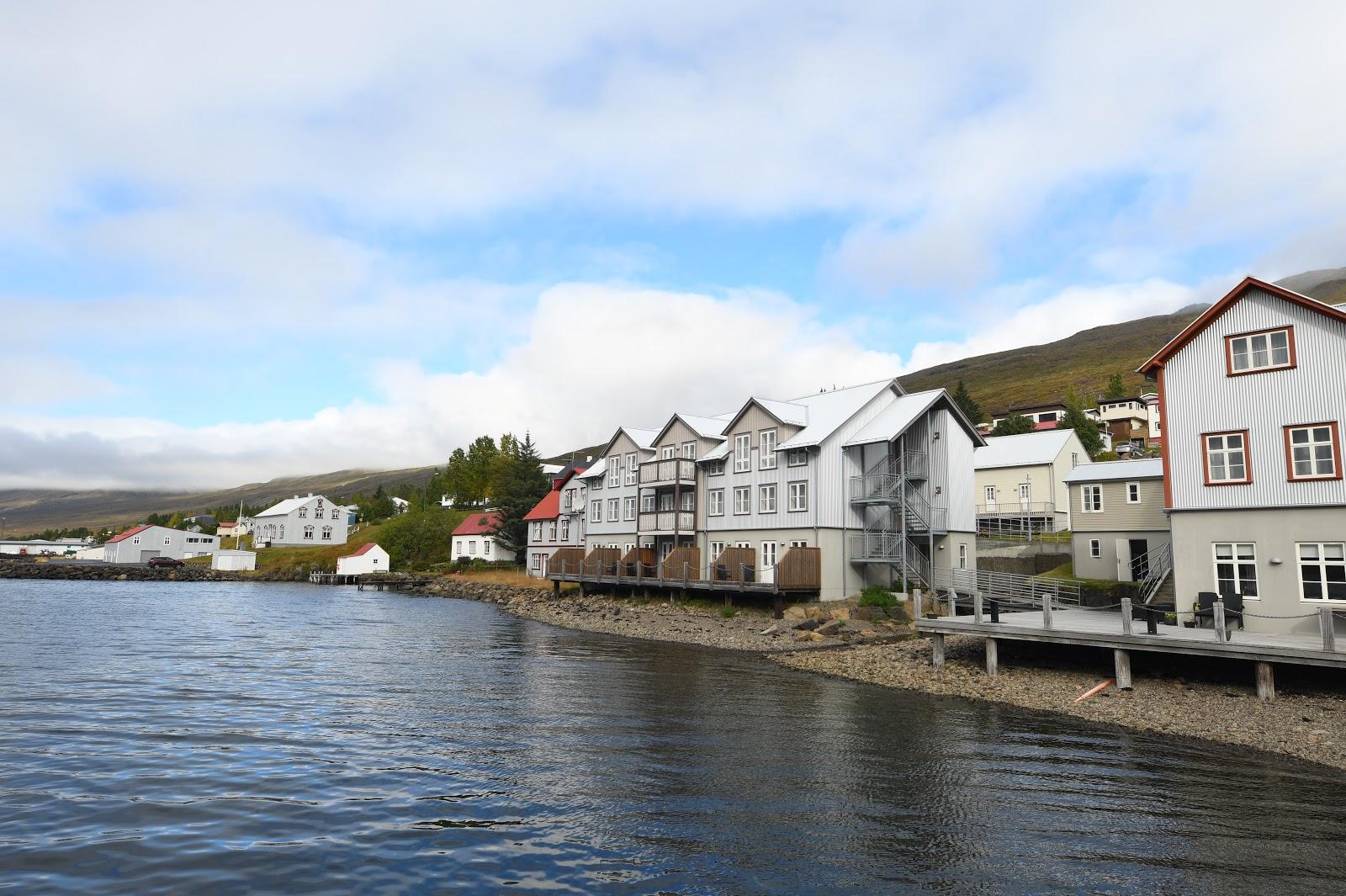 Vue depuis le restaurant L'Abri à Fáskrúðsfjörður