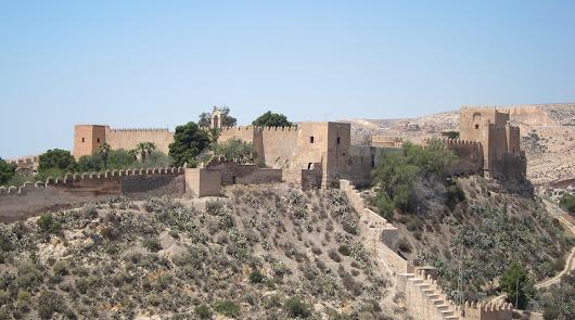 Denuncian el uso de vigilantes privados en puestos públicos en la Alcazaba