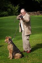 Photo: Flottes Outfit nach aktiver Runde. Peter Weigelt mit vertrautem Golfplatz-Begleiter.